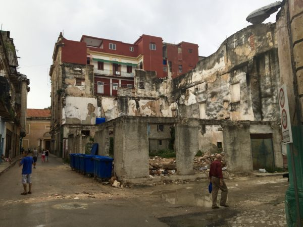 Collapsing buildings in Havana