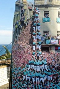 human tower building, castellers